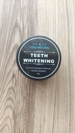 Proszek, węgiel aktywny do wybielania zębów