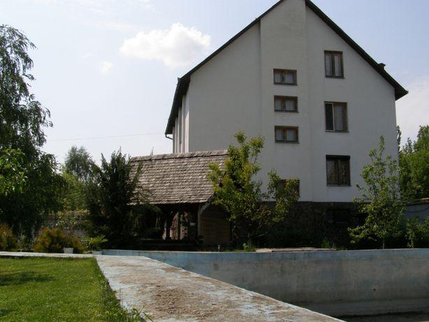 Продається 3-поверховий будинок по вул.Шишкіна, Ужгород.