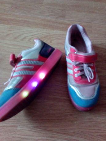 Кроссовки со светящейся подошвой, возможен обмен