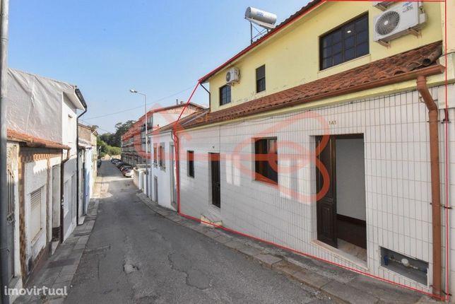 Moradia T5 para remodelar em Santa Marinha, Vila Nova de Gaia