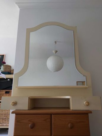 Móvel c/ espelho 30 euros