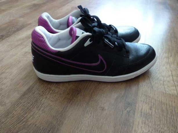 Nike Кроссовки найк, нат кожа, р 37 (англ UK 4,5), стелька 24 см