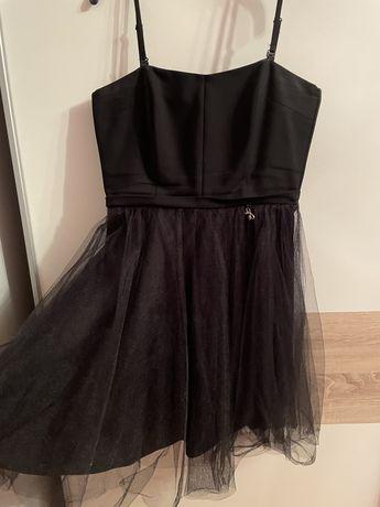 Czarna sukienka z brokatowym tiulem 40