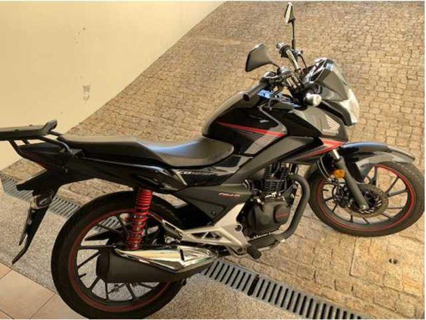 Vendo Honda CB 125F praticamente nova