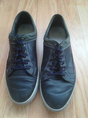 Б у взуття шкіра 43 устілка 28.5см