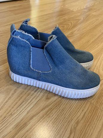 Buty jeansowe na grubszej podeszwie