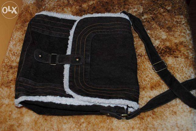 Brązowa zamszowa torba marki NewYorker
