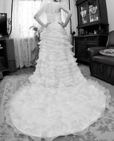 Suknia ślubna hiszpanka z falbanami Emmi Mariage