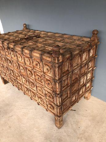 Zjawiskowy recznie rzezbiony stary kufer/skrzynia