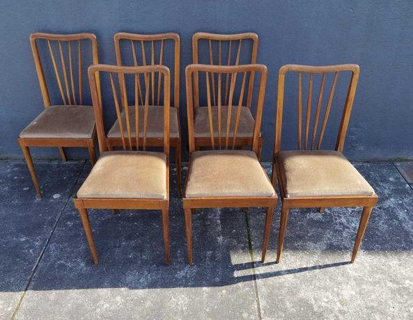 Cadeiras de madeira em estilo nórdico