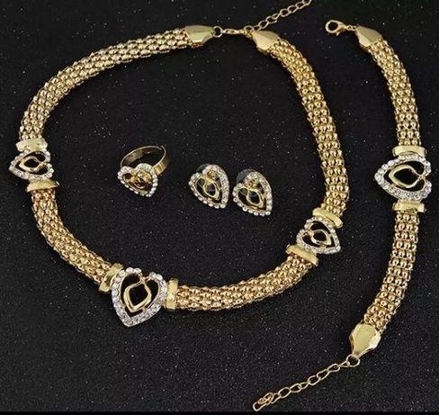 """Złote (14k) komplety """"Serce"""" z lśniącymi kryształkami od Swarovskiego;"""