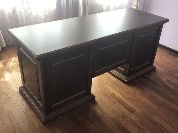 Деревяный стол руководителя