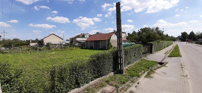 Działka budowlana 930m2 z budynkami gospodarczymi w Sokołowie Podl.