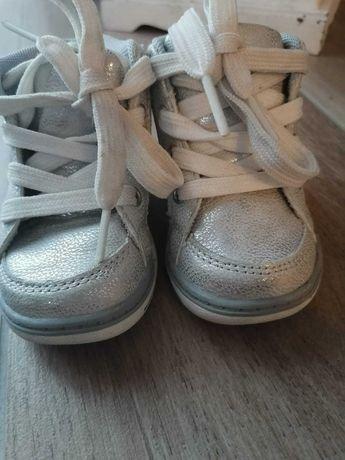 Buty dziewczęce rozm.20