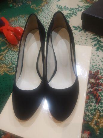 Продам туфли/ туфлі 38 р, натуралки