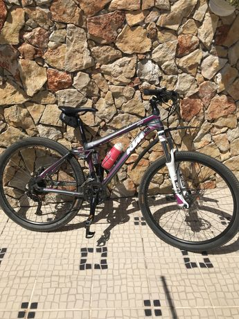 KTM mulher Maggie May 27.5