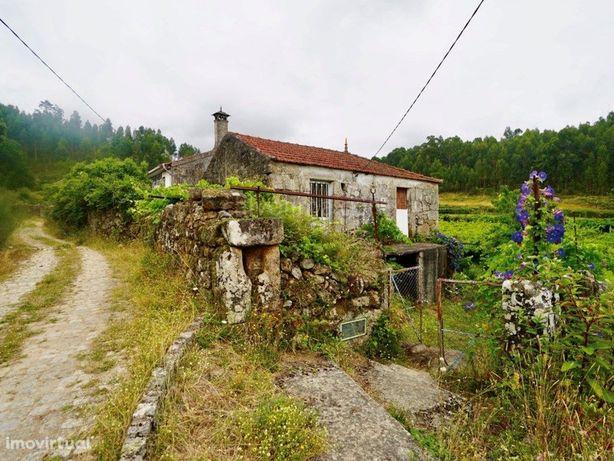 Casa em pedra para venda, localizada na freguesia de Badi...