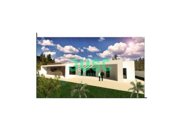 Moradia em Belverde com piscina e garagem para 4 viaturas