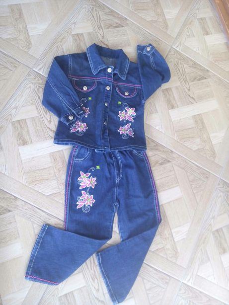 Продам джинсовий костюм на дівчинку 3-4.5 роки.