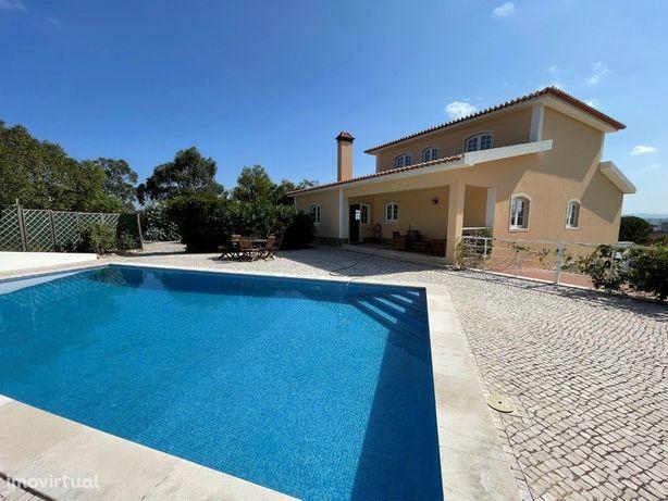 Moradia V5 com piscina, terreno com 4660m2 na zona de Tor...