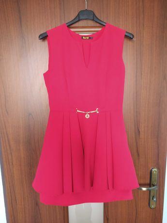 Sukienka malinowa z baskinką
