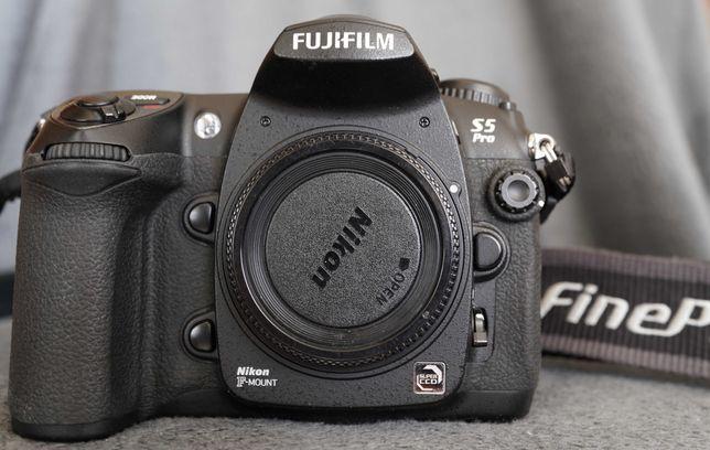 Fuji S5pro przebieg 19 800 + karta pamięci CF