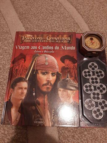 Livro Piratas das Caraíbas, livro e bússola