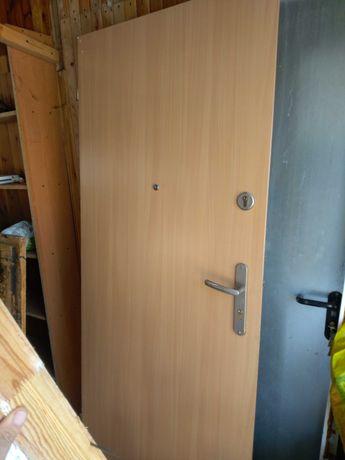 sprzedam drzwi wejściowe drewniane