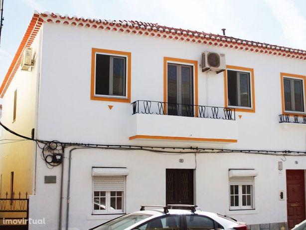 Apartamento T3 localizado no centro Beja com logradouro