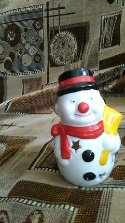 Продам подсвечник Новогодний.Фигурка снеговик.