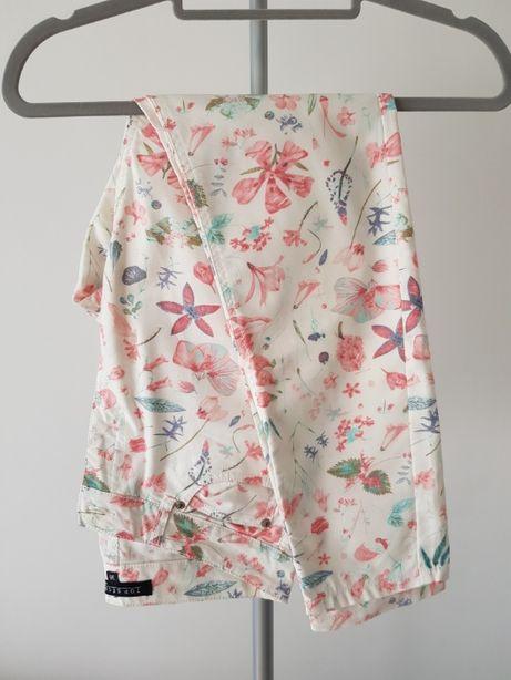 Spodnie w kwiaty TOP SECRET białe śmietankowe nowe