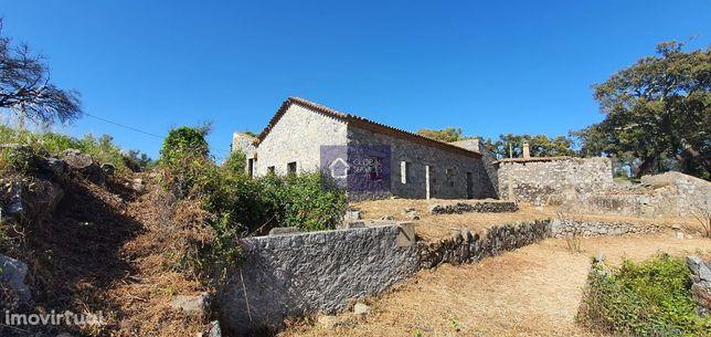 Vende-se propriedade de 7 casas centenárias em pedra Corte Grande
