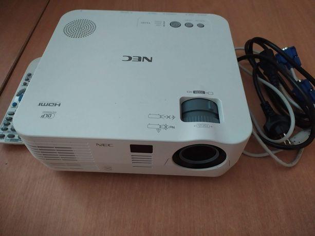 Sprzedam projektor NEC VE 281 DLP + ekran o wym. 180/180