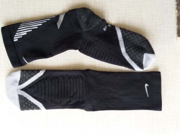 Носки спортивные Nike dri-fit. На 39-40 размер стопы