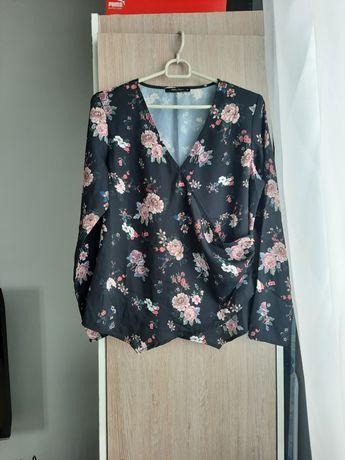 Bluzka czarna kopertowa w kwiaty Mohito S 36