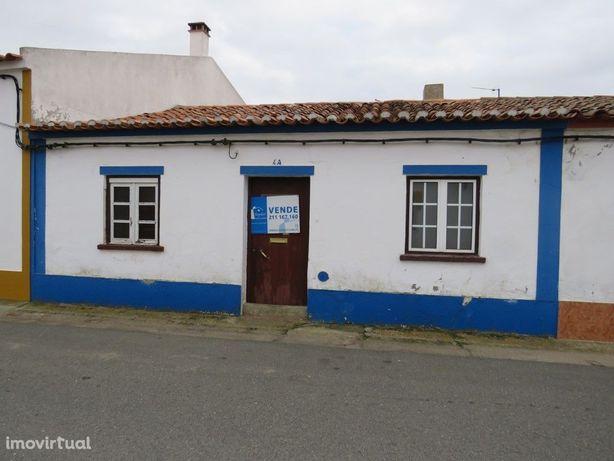 Moradia antiga em Montes Velhos, Aljustrel