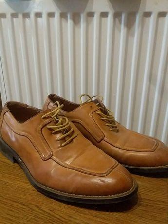 Чоловіче взуття.