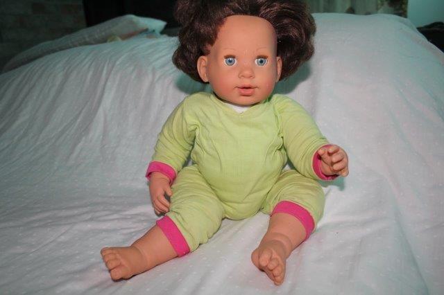 bonecas e bonecos vários