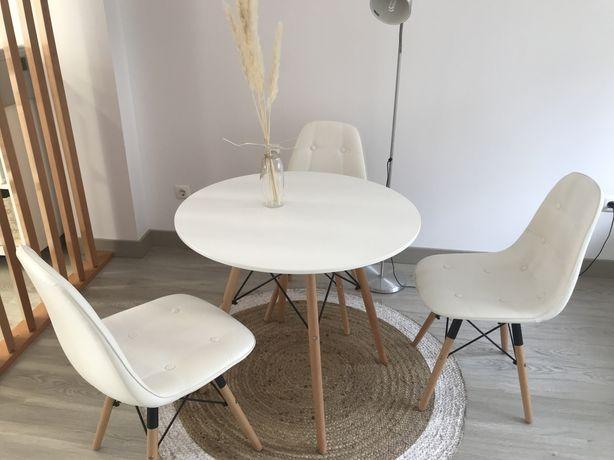 Mesa e 3 cadeiras