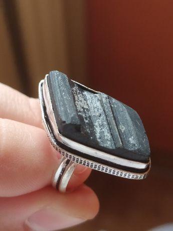 Pierścionek srebrny z czarnym turmalinem