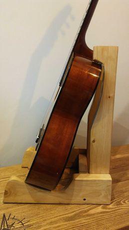 Stojak na gitarę drewniany