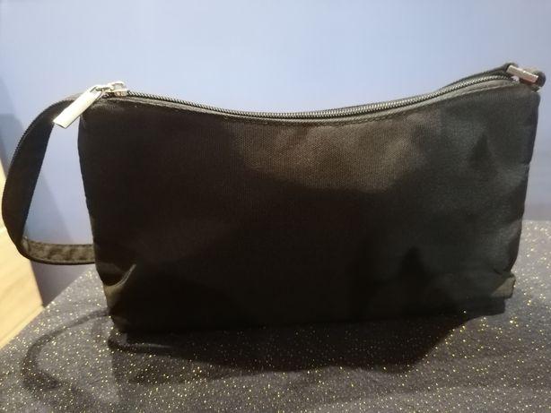 Mała czarna torebka wieczorowa Oriflame