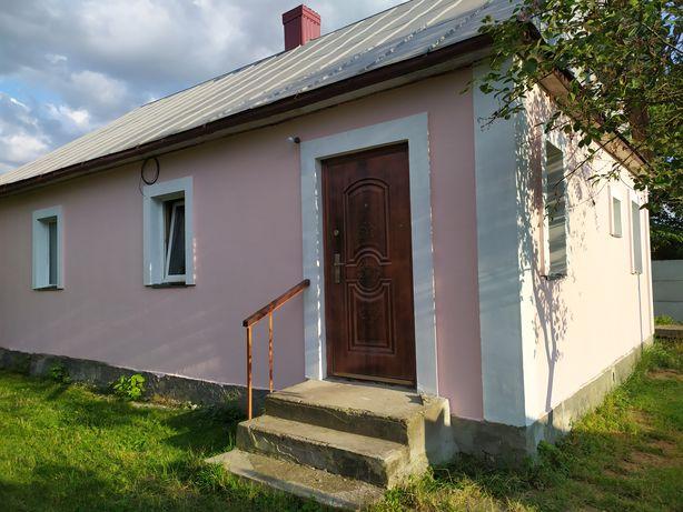 Продам будинок дерев'яний на 10 сотках, центр, Радивилів.