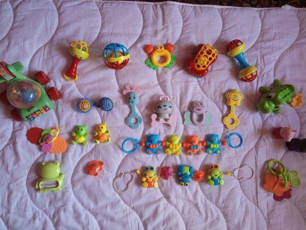 Пакет игрушек на возраст 0-6 месяцев.