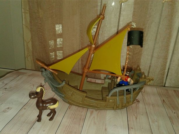 Корабль Дисней , оригинал , 32 см , всё крутится, от Spin master