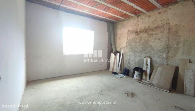 Venda de Moradia V3 em fase de reconstrução total, Póvoa de Varzim