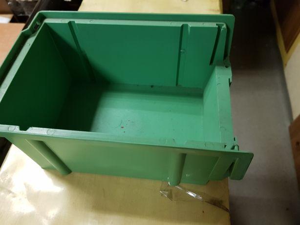 Pojemniki, skrzynki, kuwety plastikowe warsztatu