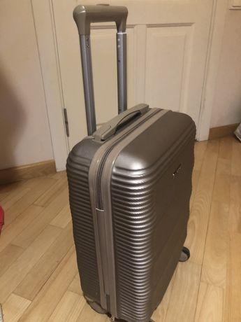 Продам чемодан ручная кладь