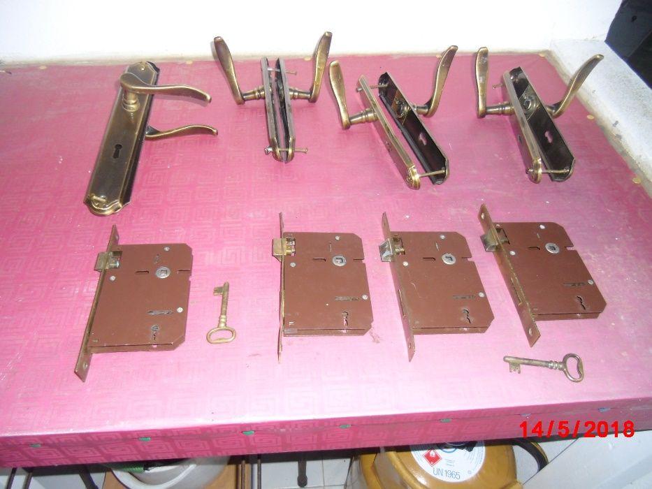 Conjunto de 4 fechaduras+manipulos Estômbar E Parchal - imagem 1