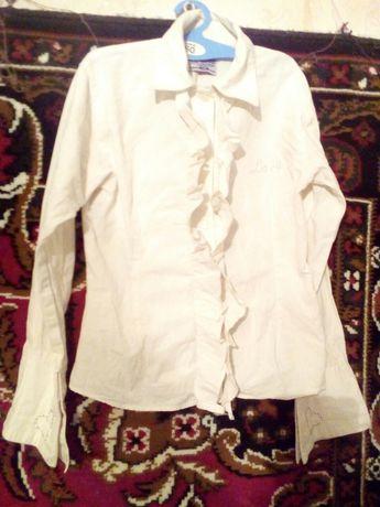 Продам блузку,красива дужп,на 9-10р